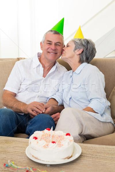 Vergadering bank vieren verjaardag home Stockfoto © wavebreak_media