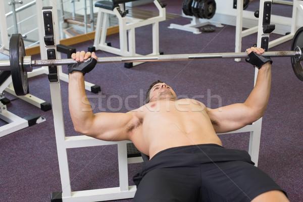 Gömleksiz vücut geliştirmeci ağır halter ağırlık Stok fotoğraf © wavebreak_media