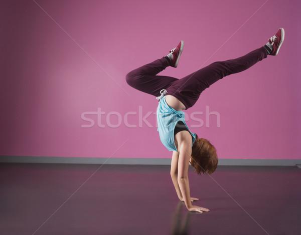 Csinos törik táncos kézenállás tánc stúdió Stock fotó © wavebreak_media