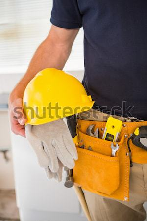 Handwerker halten gelb Helm Tool Gürtel Stock foto © wavebreak_media