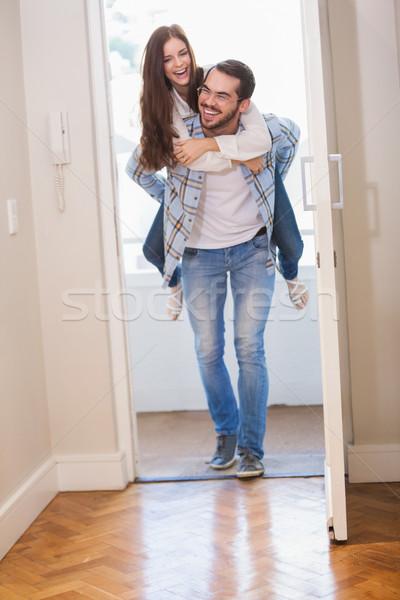 若い男 ガールフレンド ピギーバック 新居 ホーム 女性 ストックフォト © wavebreak_media