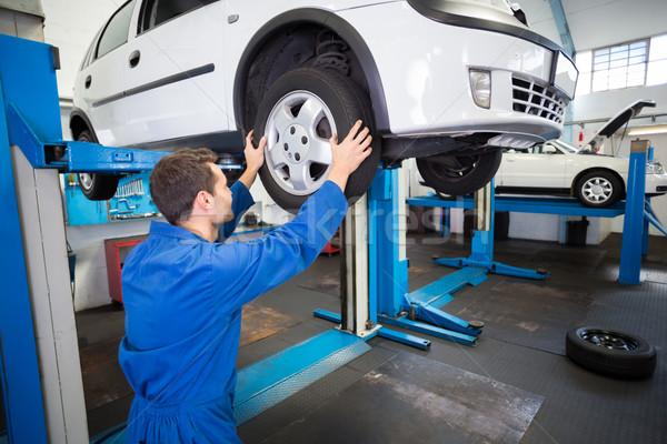 Mecânico pneu roda reparar garagem serviço Foto stock © wavebreak_media