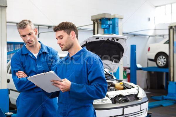 Team Mechanik sprechen zusammen Reparatur Garage Stock foto © wavebreak_media
