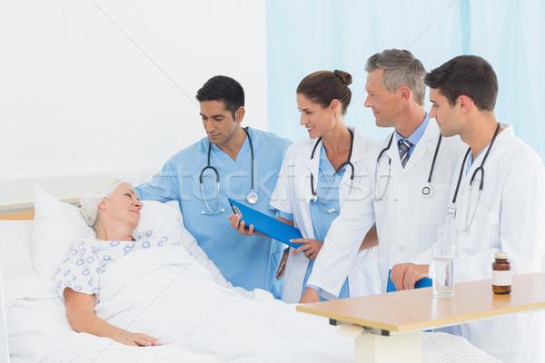 Médico relatório feminino paciente hospital Foto stock © wavebreak_media