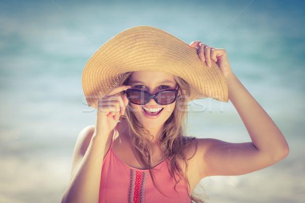 довольно улыбаясь Hat глядя камеры блондинка Сток-фото © wavebreak_media