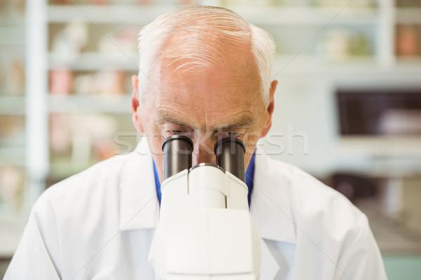 Senior Wissenschaftler arbeiten Mikroskop Universität Mann Stock foto © wavebreak_media