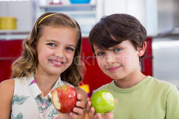 Irmãos desaparecido morder maçã cozinha Foto stock © wavebreak_media