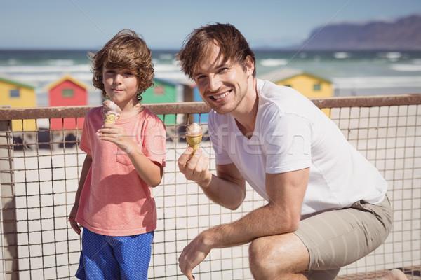 Retrato filho pai alimentação sorvete Foto stock © wavebreak_media
