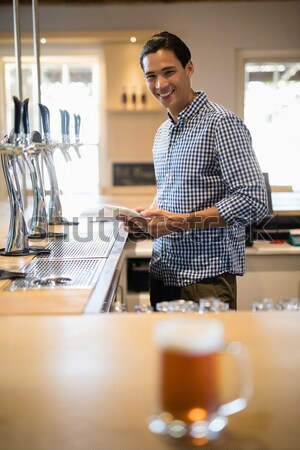 Garçon espresso restaurant souriant café hôtel Photo stock © wavebreak_media