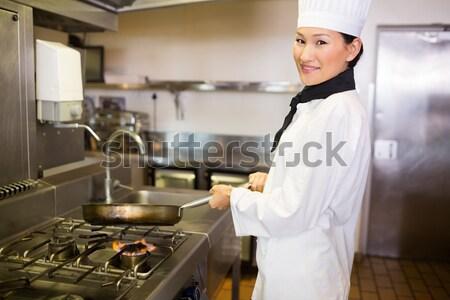 женщины повар стиральные рук коммерческих кухне Сток-фото © wavebreak_media