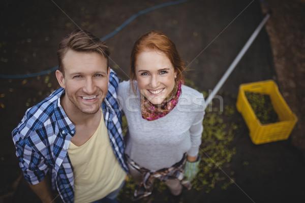 Portret szczęśliwy stałego oliwy gospodarstwa Zdjęcia stock © wavebreak_media