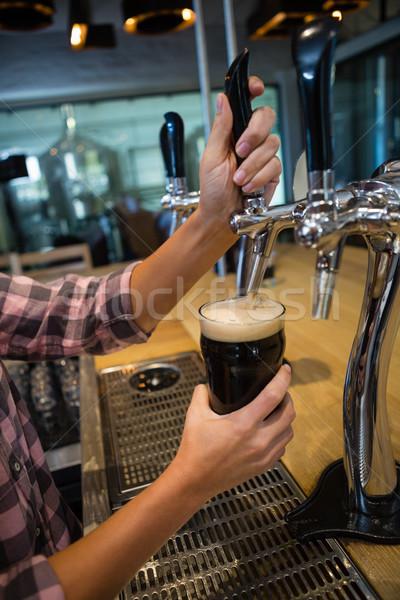 Handen drinken tik glas counter Stockfoto © wavebreak_media