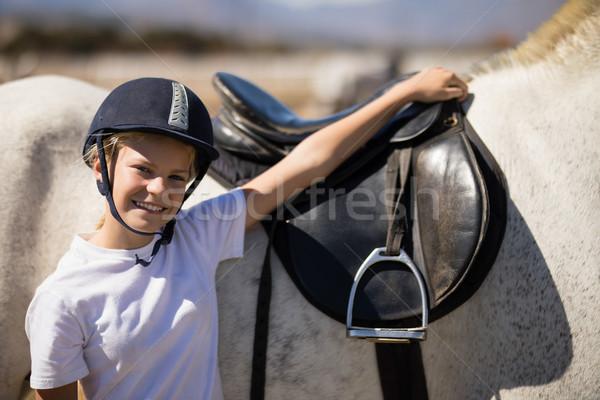 Sonriendo pie mano caballo blanco retrato amor Foto stock © wavebreak_media