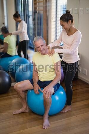 Stock fotó: Idős · nő · testmozgás · labda · súlyzók · klinika