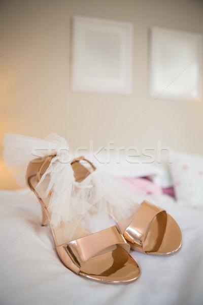 Novia sandalias cama casa mano beso Foto stock © wavebreak_media