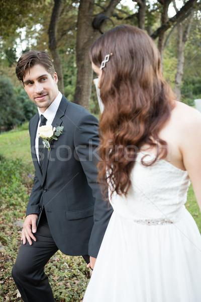 Coppia guardando altro piedi parco newlywed Foto d'archivio © wavebreak_media