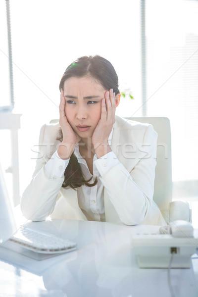 Femme d'affaires travail bureau travaux écrit Photo stock © wavebreak_media