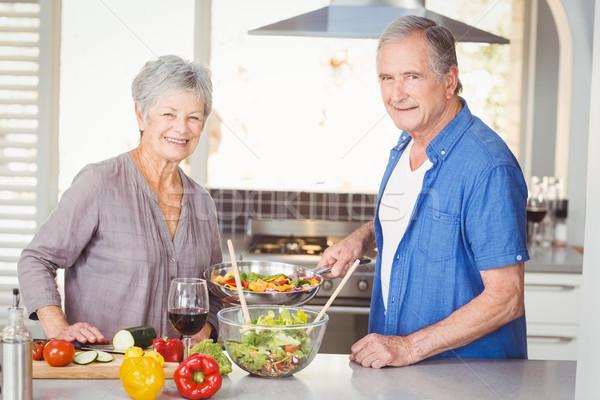 Portrait heureux couple de personnes âgées permanent cuisine Photo stock © wavebreak_media