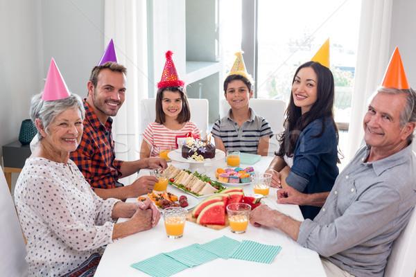 Gelukkig gezin vieren verjaardag home vrouw meisje Stockfoto © wavebreak_media