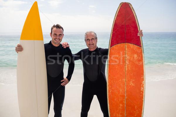 Apa fia szörfdeszka áll tengerpart portré napos idő Stock fotó © wavebreak_media