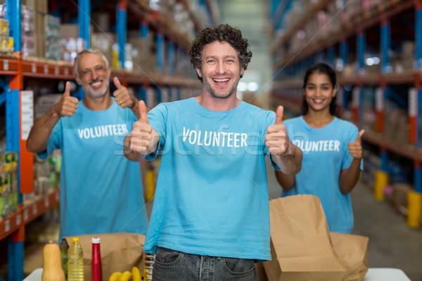 Retrato feliz voluntarios posando almacén Foto stock © wavebreak_media