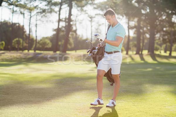 молодым человеком сумка для гольфа Постоянный области Сток-фото © wavebreak_media