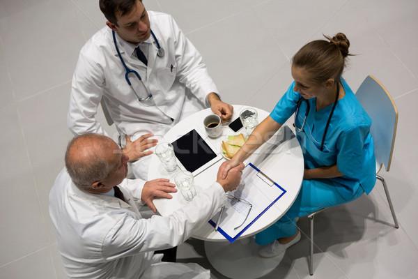 Vue médecins chirurgien serrer la main hôpital Photo stock © wavebreak_media