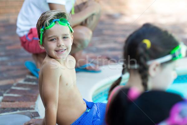 Pequeño nino sesión amigos mujer agua Foto stock © wavebreak_media