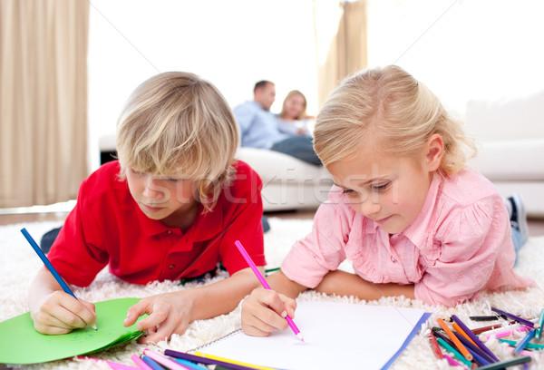 Cute broers en zussen tekening vloer woonkamer familie Stockfoto © wavebreak_media