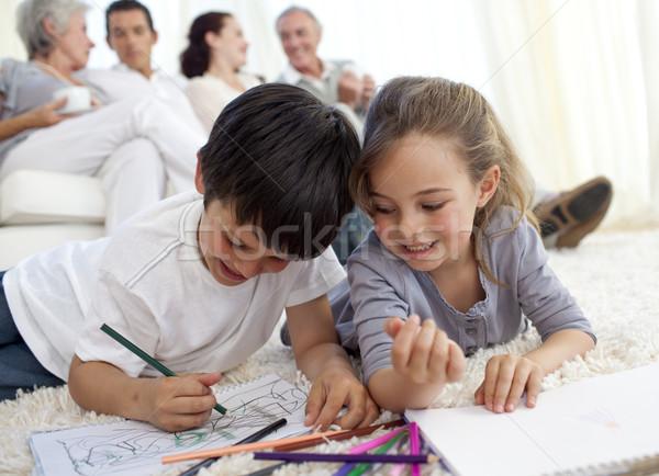 Dzieci malarstwo rodziców dziadkowie sofa domu Zdjęcia stock © wavebreak_media
