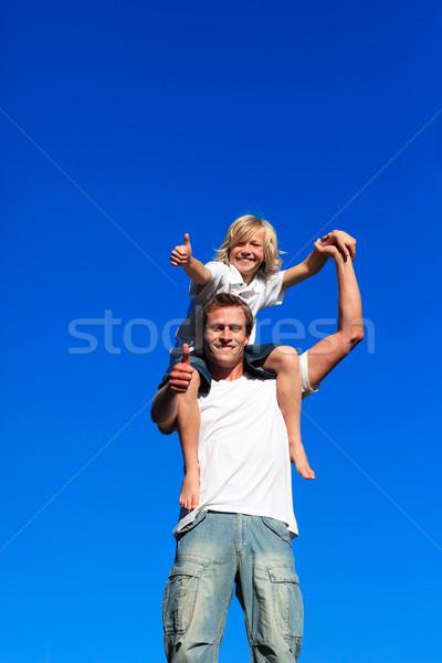 Fiú vállak remek mosolyog család boldog Stock fotó © wavebreak_media