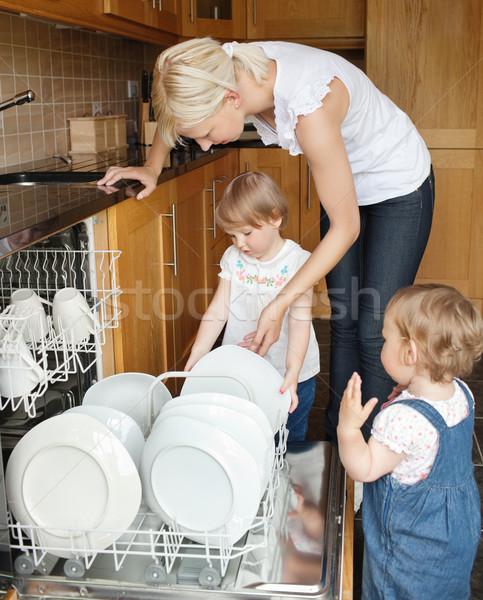 Permanente familie gelukkig moeder schoonmaken vrouwelijke Stockfoto © wavebreak_media