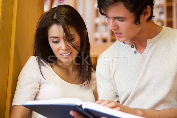 Genç Öğrenciler bakıyor kitap kütüphane kitaplar Stok fotoğraf © wavebreak_media