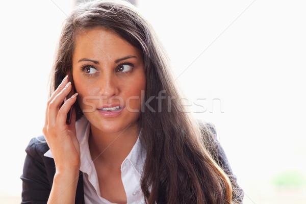 Zdziwiony kobieta rozmowa telefoniczna kamery Zdjęcia stock © wavebreak_media