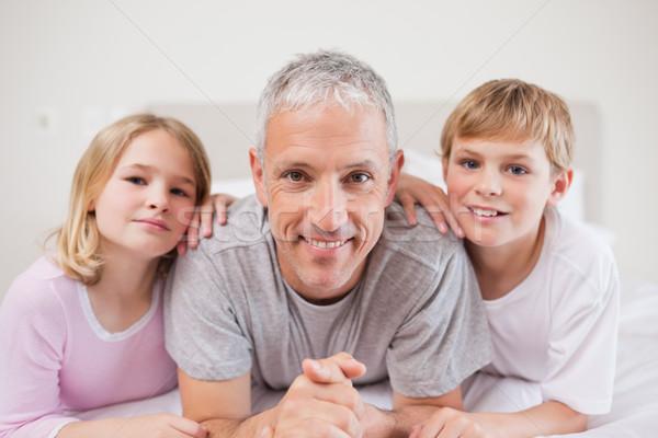 Sevimli kardeşler baba poz yatak odası aile Stok fotoğraf © wavebreak_media