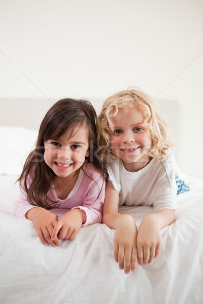 Portret broers en zussen home meisjes leuk slaapkamer Stockfoto © wavebreak_media