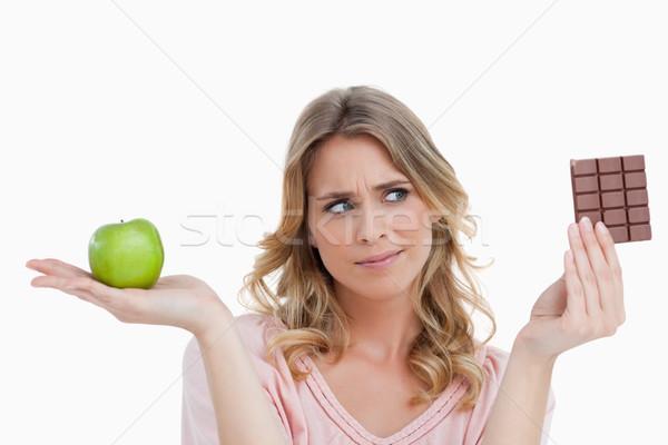 若い女性 緑 リンゴ 見える チョコレートバー ストックフォト © wavebreak_media