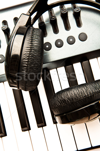 Fekete fejhallgató billentyűzet jókedv hang fehér Stock fotó © wavebreak_media