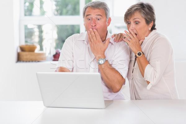 Casal velho surpreendido laptop juntos computador mulher Foto stock © wavebreak_media