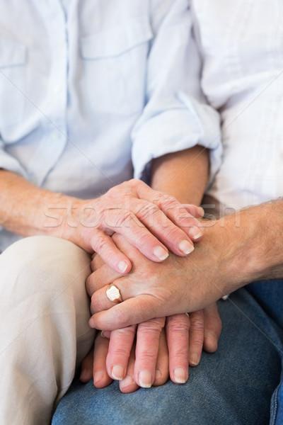 Nyugdíjas pár kéz a kézben otthon nappali nő Stock fotó © wavebreak_media