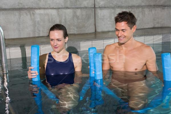 Glücklich Paar halten Schaum Schwimmbad Freizeit Stock foto © wavebreak_media