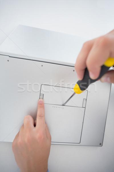 Technikus nyitás laptop csavarhúzó iroda számítógép Stock fotó © wavebreak_media