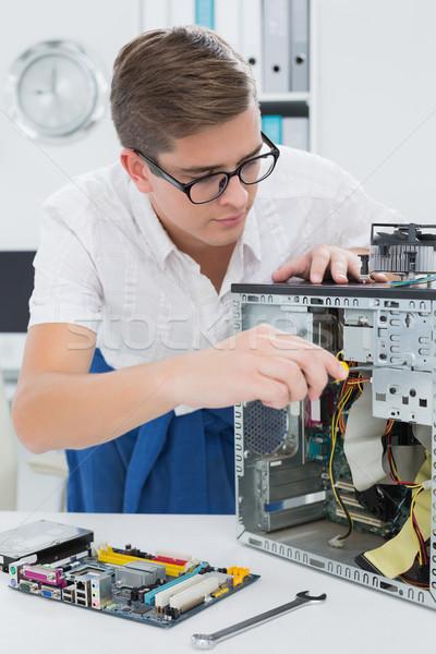 Młodych technik pracy podziale komputera biuro Zdjęcia stock © wavebreak_media