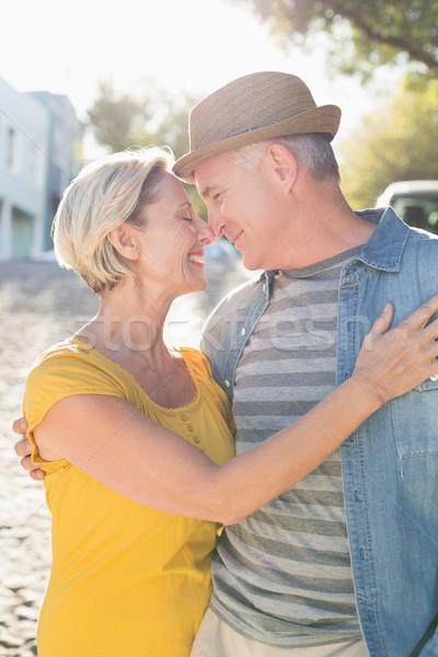 Gelukkig volwassen paar glimlachend ander stad Stockfoto © wavebreak_media