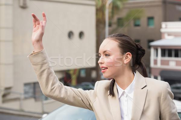 Jóvenes mujer de negocios taxi fuera ciudad feliz Foto stock © wavebreak_media