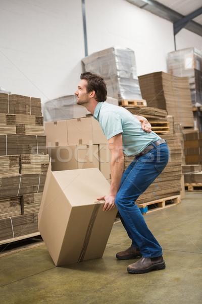 Travailleur mal de dos boîte entrepôt vue de côté Photo stock © wavebreak_media