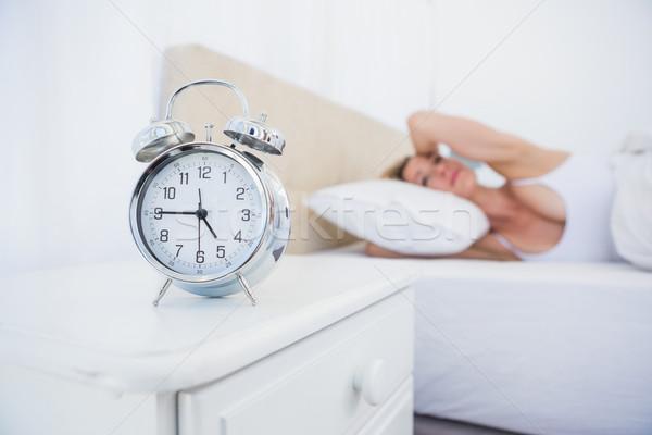 女性 耳 目覚まし時計 ノイズ ベッド ストックフォト © wavebreak_media
