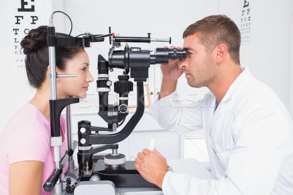óptico examinar ojos lámpara masculina clínica Foto stock © wavebreak_media