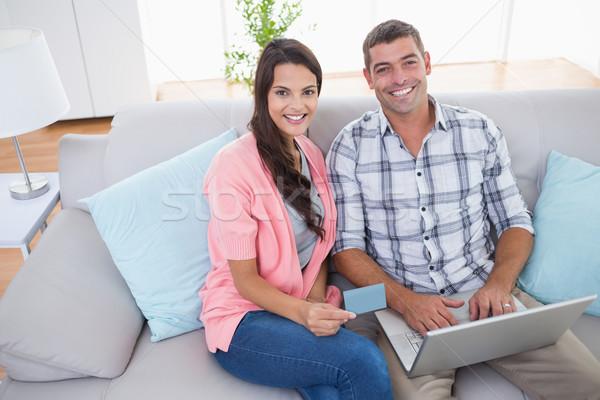Casal compras on-line usando laptop cartão de crédito retrato Foto stock © wavebreak_media