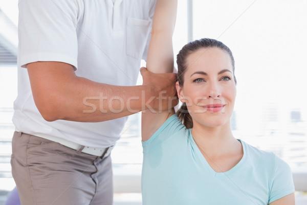 女性 ストレッチング 腕 トレーナー フィットネス スタジオ ストックフォト © wavebreak_media